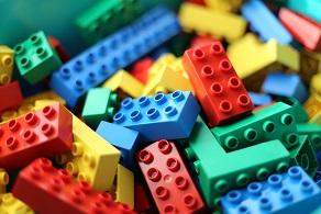 创立于丹麦比隆Billund,Denmark 乐高LEGO 崛起成全球领先玩具制造商