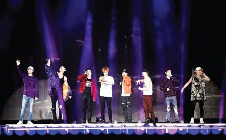 韩国(South Korea)娱乐天团 EXO马来西亚(Malaysia)开唱万五粉丝High爆